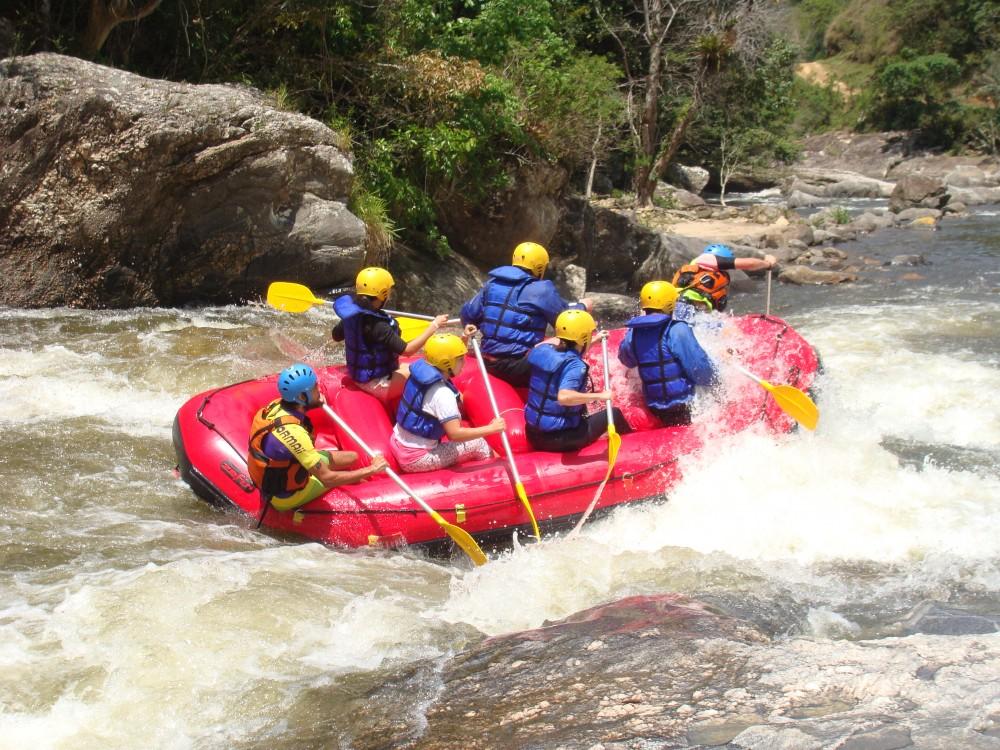 No produto Rafting encontro dos rios, oferecido no Rio Macaé, localizado na  estrada serra mar km 7 – localidade do encontro dos rios macaé e bonito,  Lumiar ... 35d86a536b